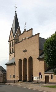 2008-08-07 Kirche Kärlich - Südfassade_1